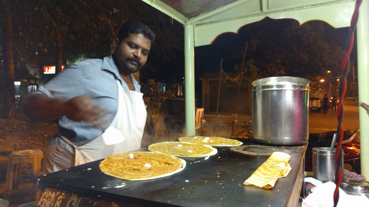 Street Food Diaries : Loni (White Butter) Dosa - Davangere Special